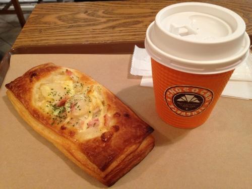 サンマルク・カフェのジャガバタデニッシュとコーヒー