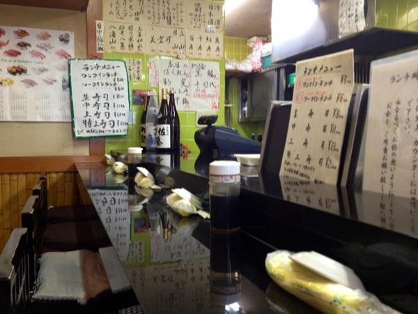 那古野寿司のカウンター