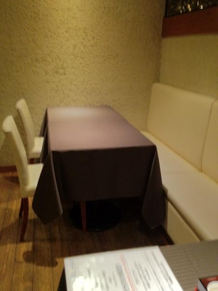 ブラッスリー エフォール テーブル